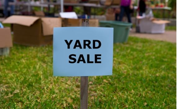 Photo of a yard sale sign